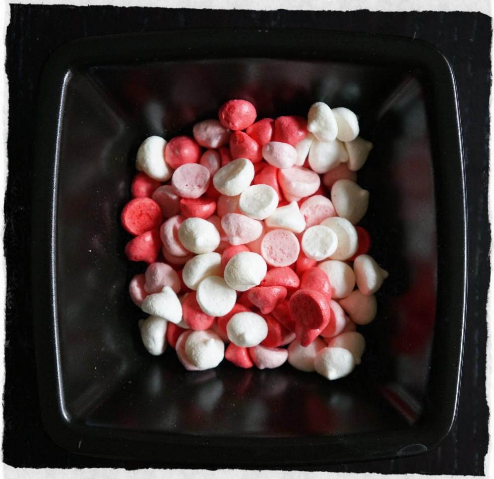 Homemade Raspberry meringue kisses