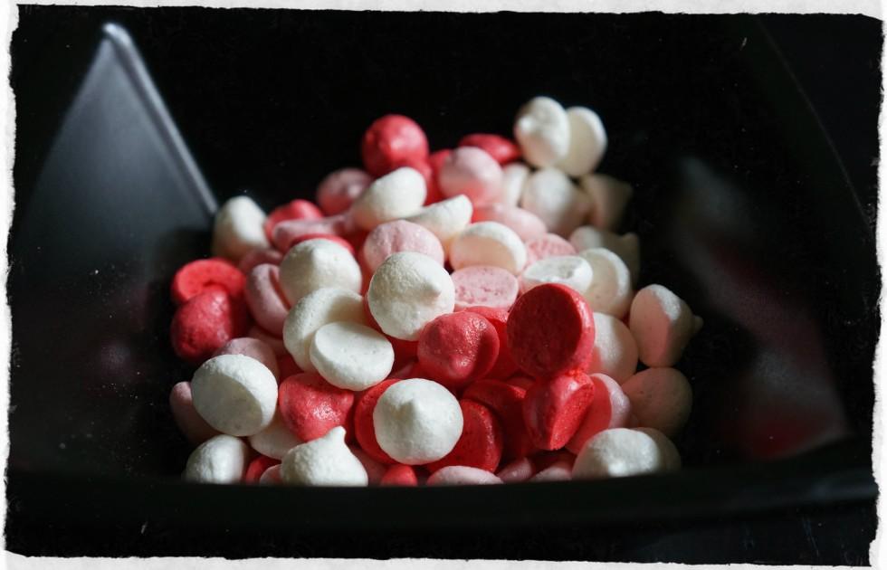 vanilla and raspberry meringue kisses
