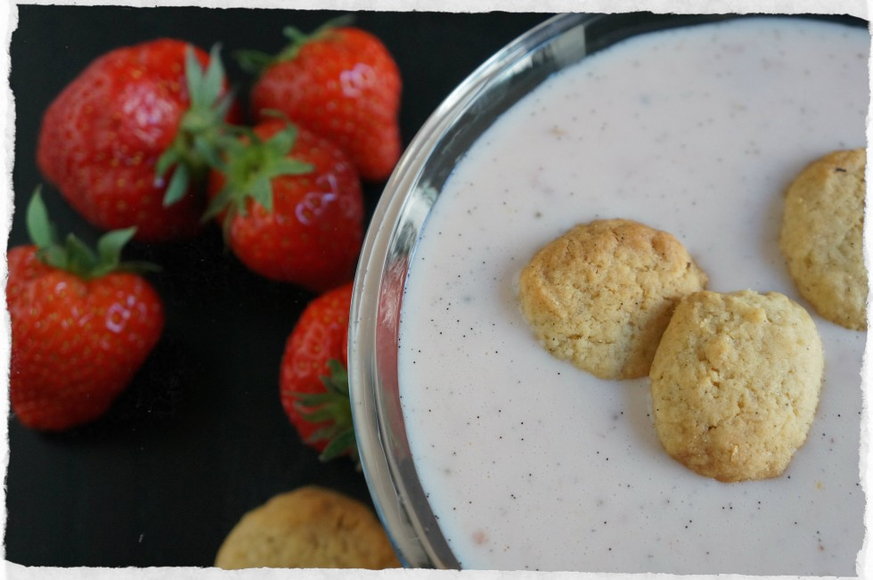 Strawberry soup with buttermilk
