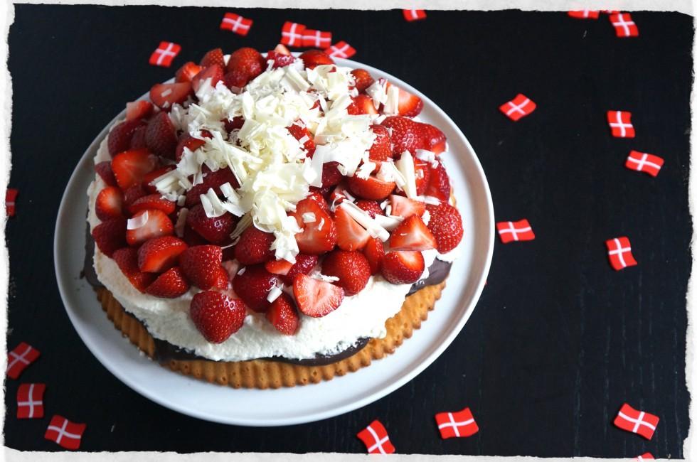 Strawberry marzipan pie