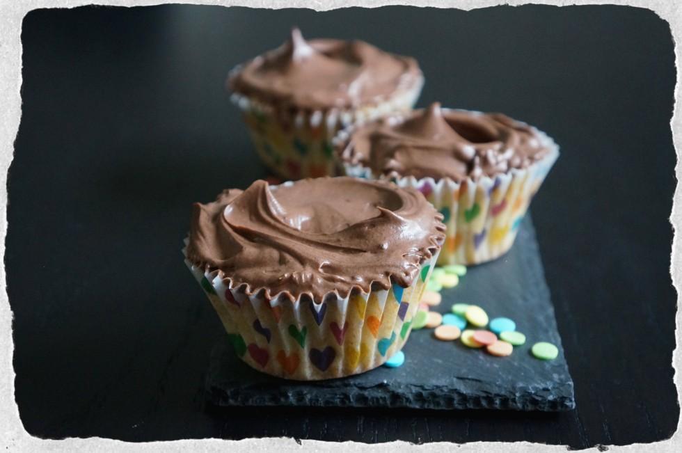 vanilla cupcakes cocoa cream cheese frosting