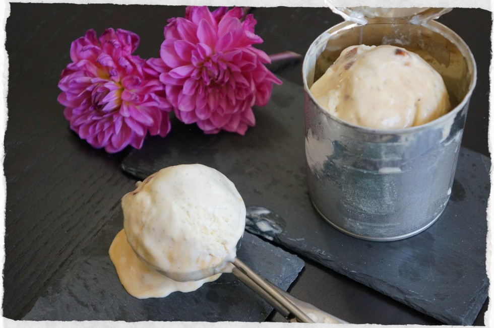 Homemade gelato with condenced milk