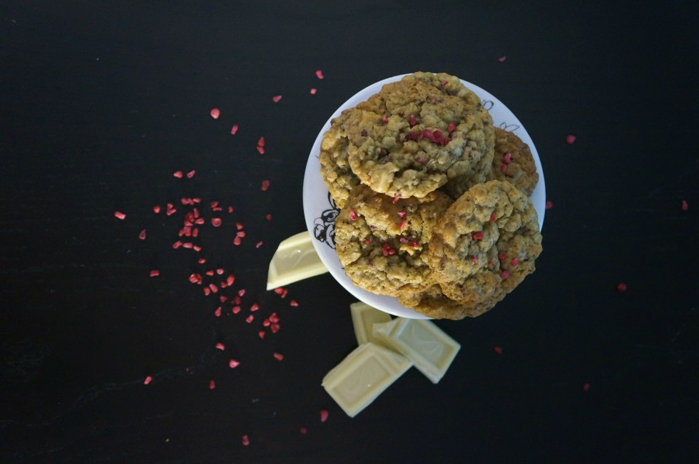 oatmeal cookies with white chocolate and freeze dried raspberries