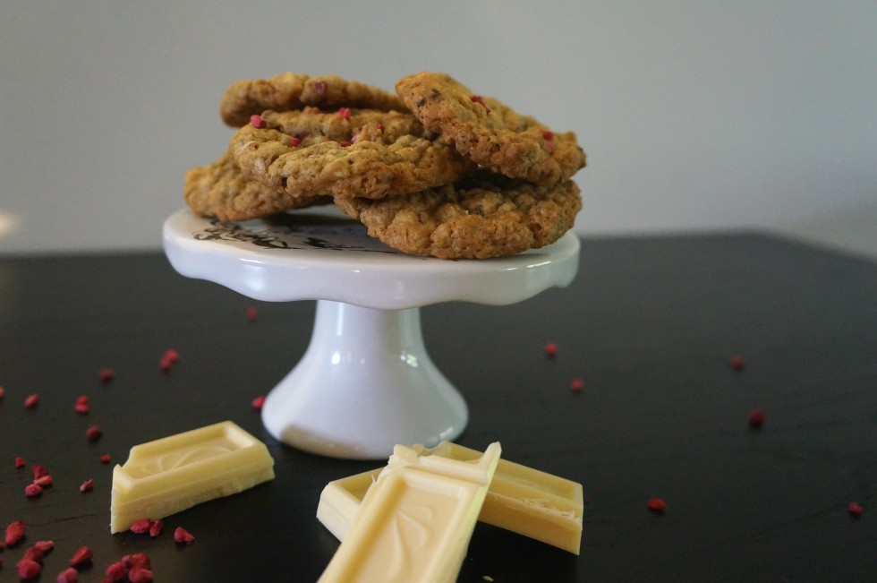 oatmeal cookies with white chocolate and raspberries