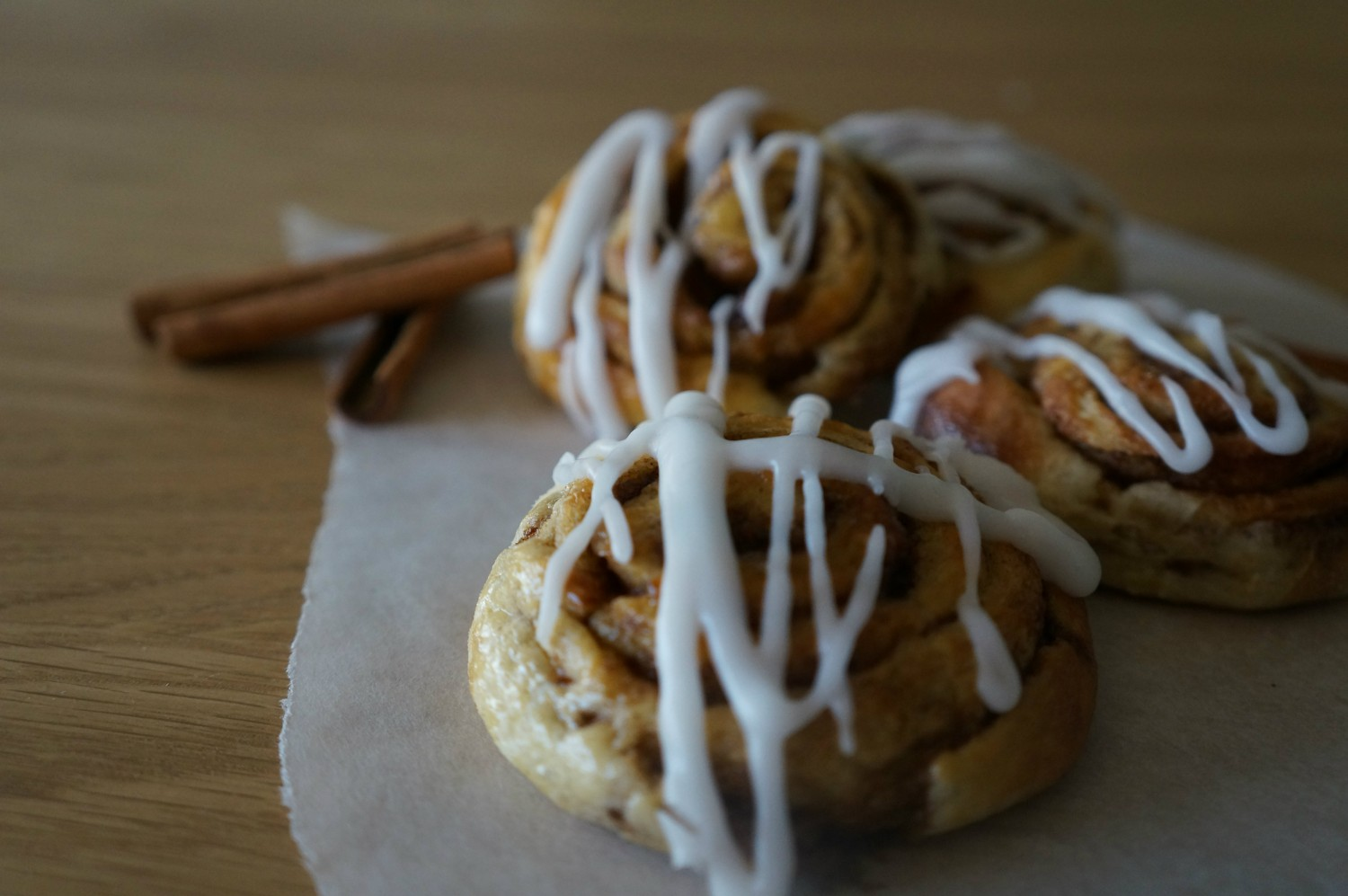 cinnamon-rollsa-with-frosting