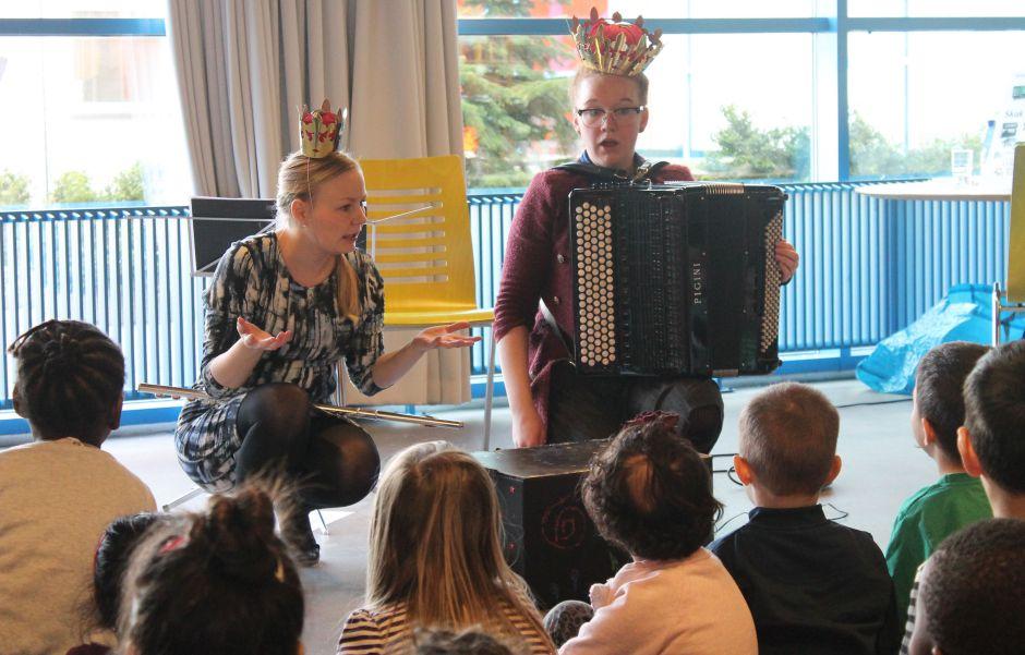Malene Nørgaard og Louise Kristensen fra en GENKLANGE koncert. Foto: Gabriella Meinert-Medici (GENKLANGE)