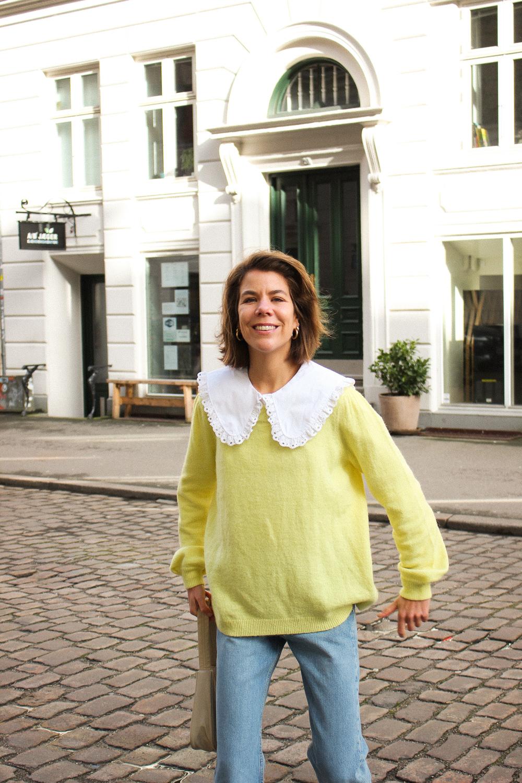 En skjorte med stor krave fra ARKET