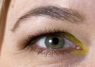 Øjenmakeup med MAC Bitter, Lucky Green og Tempting.