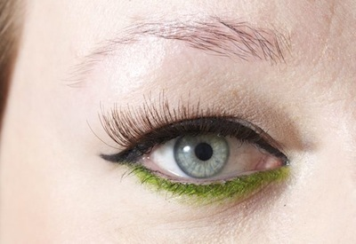 Eyedust fra Make Up Store i farven Hectic og kunstig vippe