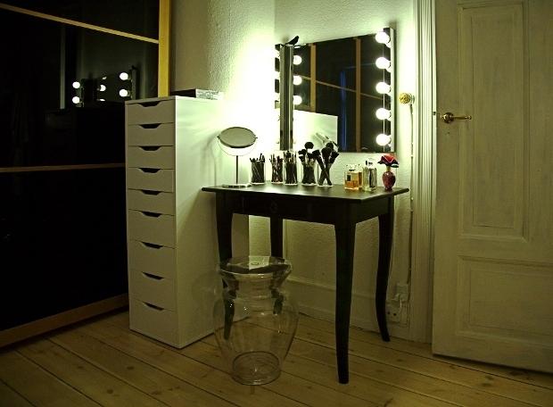 Mit sminkebord | Makeup | Pudderdåserne
