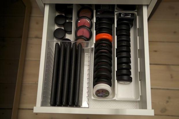 Makeup skuffe med MAC øjenskygge og blush