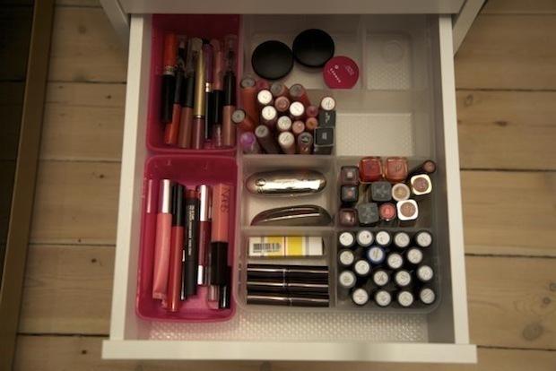 Makeup skuffe med læbeprodukter