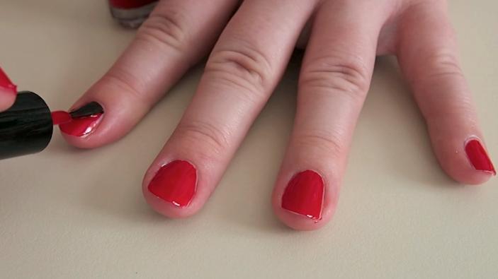 Røde ciaté negle