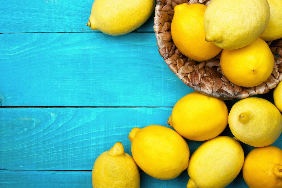 citroner på blå baggrund
