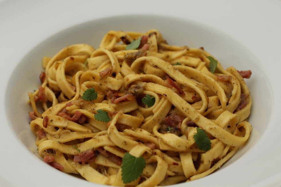 Spaghetti med bacon og en røvfuld hvidløg
