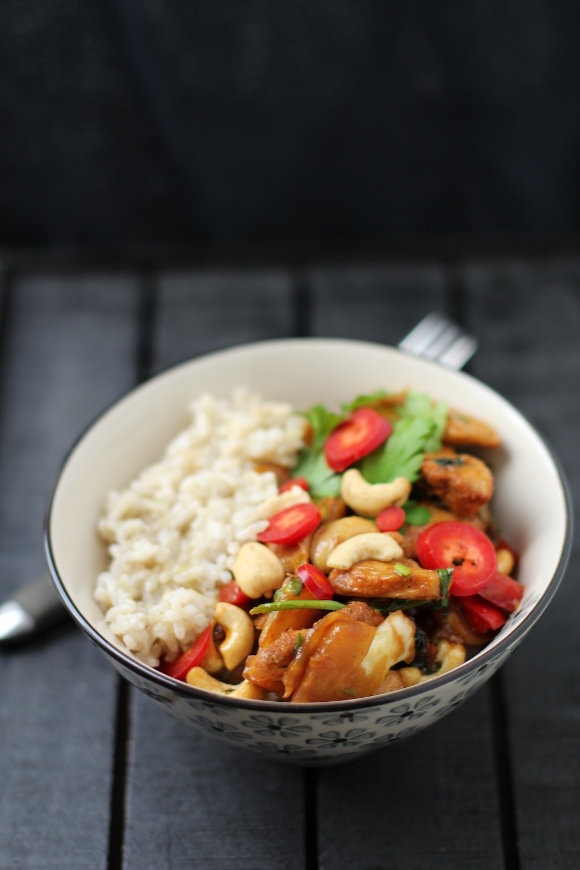 Hawaiiansk kylling med cashewnødder og ris