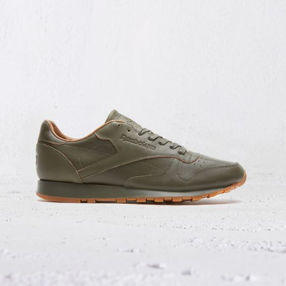 reebok-cl_leather_lux_kendrick-olive_night-gum-1526951-v1-469711