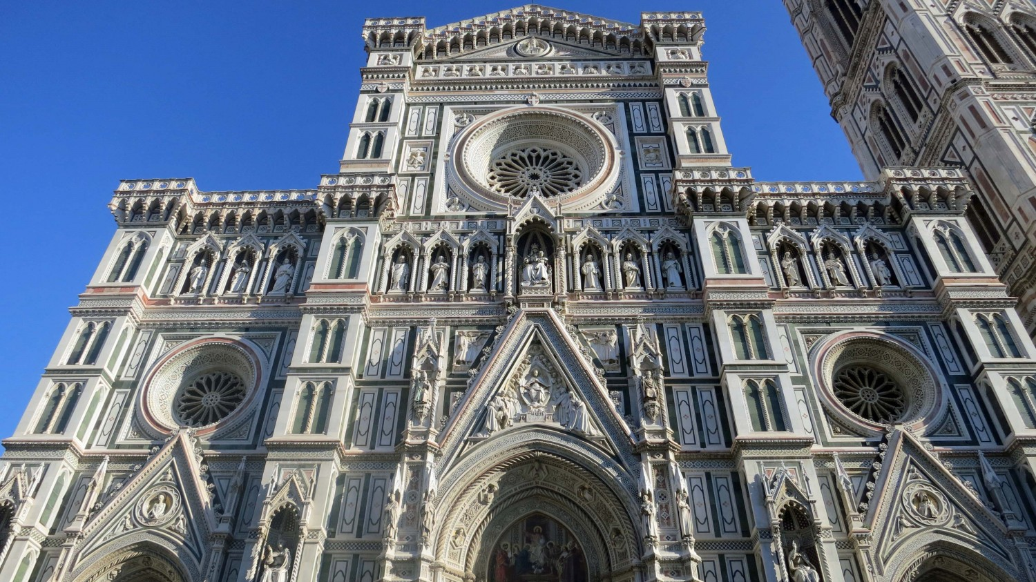 front-view-of-duomo