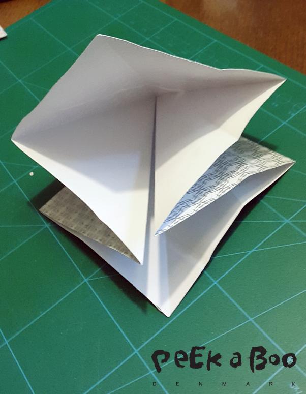 Så folder du siderne ind under, som her.
