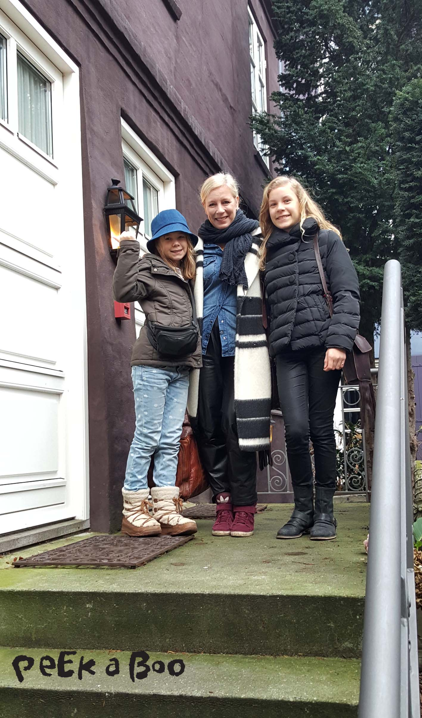 Goodbye Aarhus. The girls and me leaving hotel Villa Provence, which I will recommed anytime if you are going to Århus.