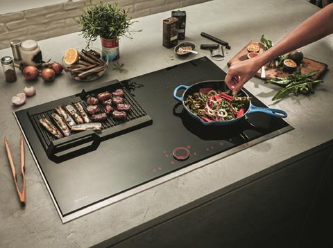 Extended FlexInduction with magnetic touch button that simply and easily controls all cooking zones.