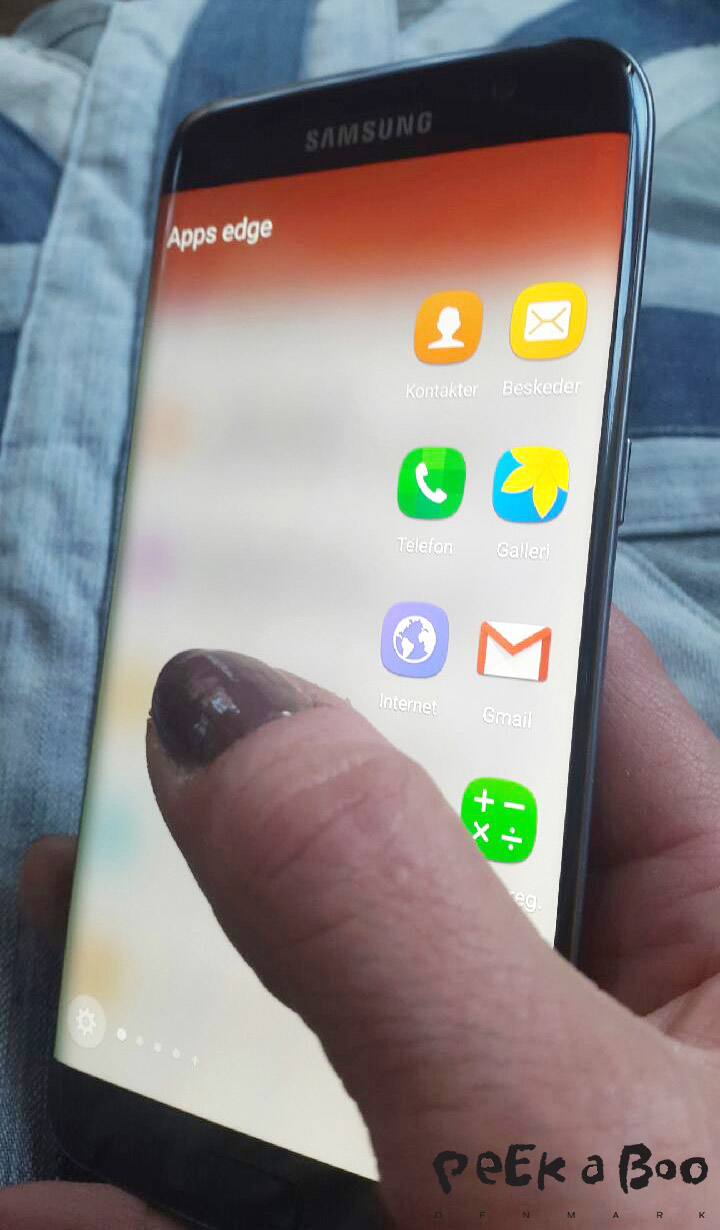 Samsung Galaxy S7edge hvor edge menuen er trukket frem.