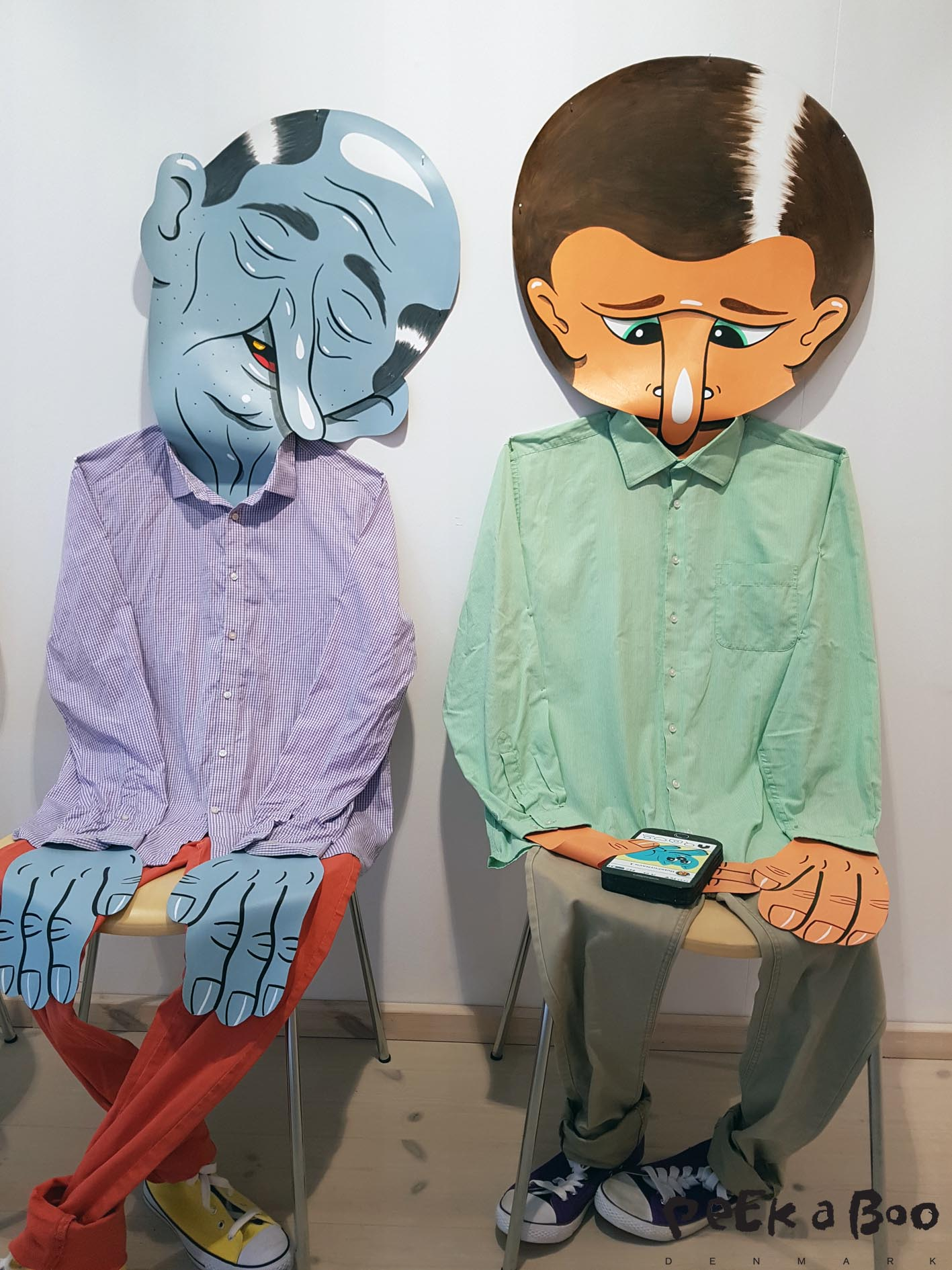 "Two men made of clothes and paper by ""Husk mit navn"""