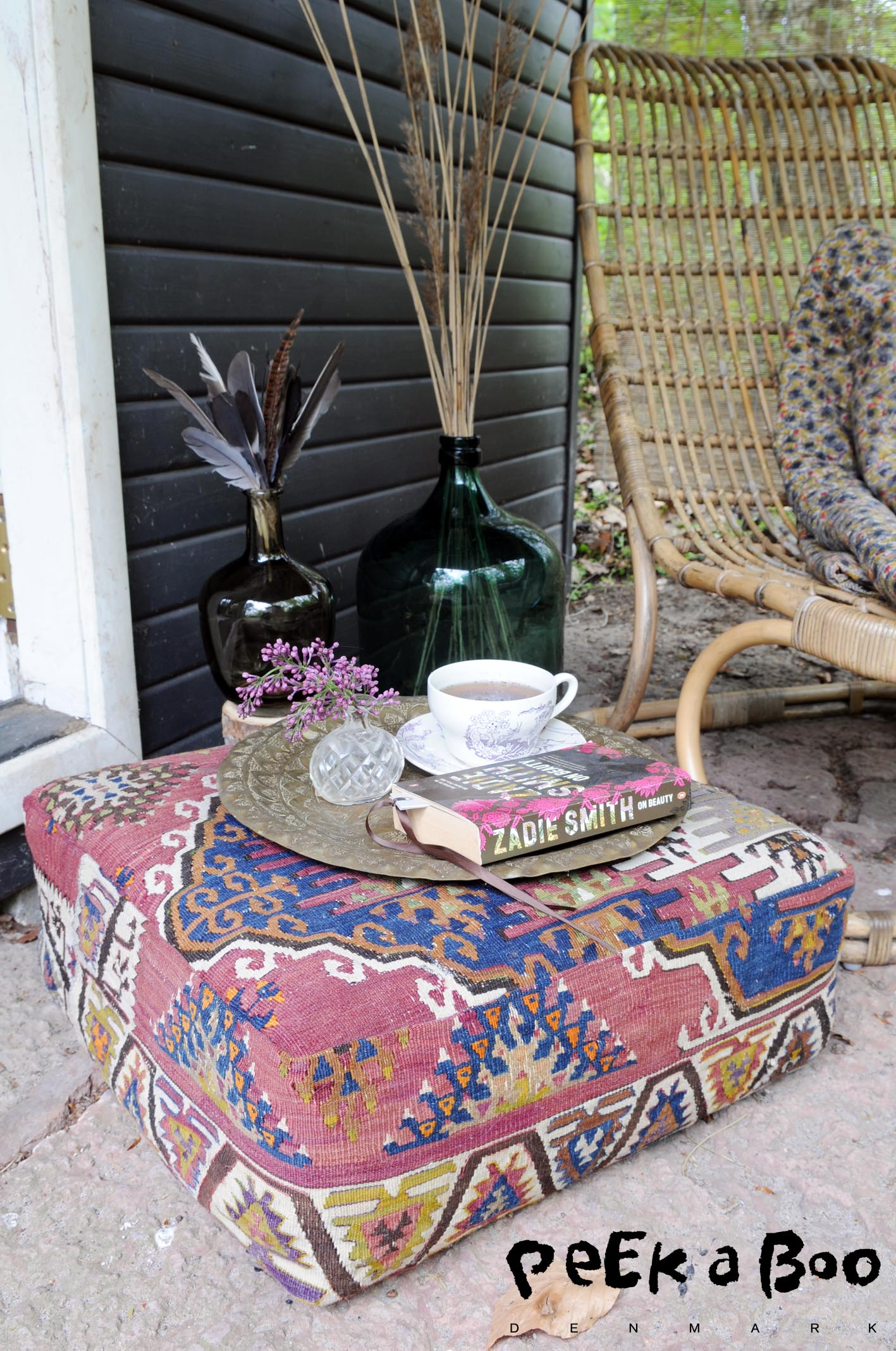 "DIY kelim stool. Upcycling an old carpet to a funky extra sitting outside on your terrasse. You can find more of this kind in my book "" Kreative ferieideer til en sjov SOMMER."