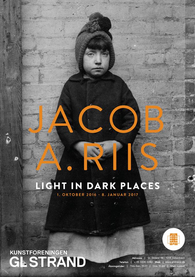 Jacob A. Riis's banebrydende foto's af livet New Yorks slumkvarterer i starten af dette århundrede.Jacob A. Riis's banebrydende foto's af livet New Yorks slumkvarterer i starten af dette århundrede.