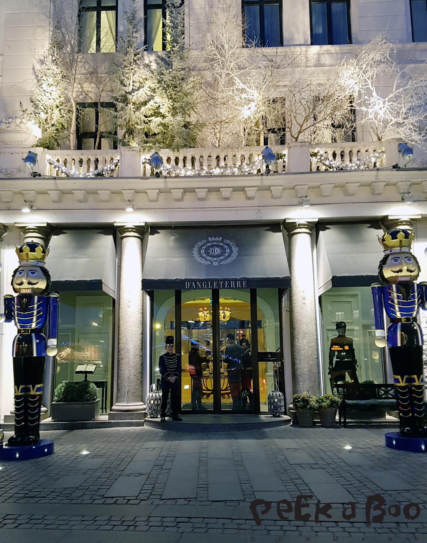 the entrance at Hotel D'Anglettere in Copenhagen at christmastime