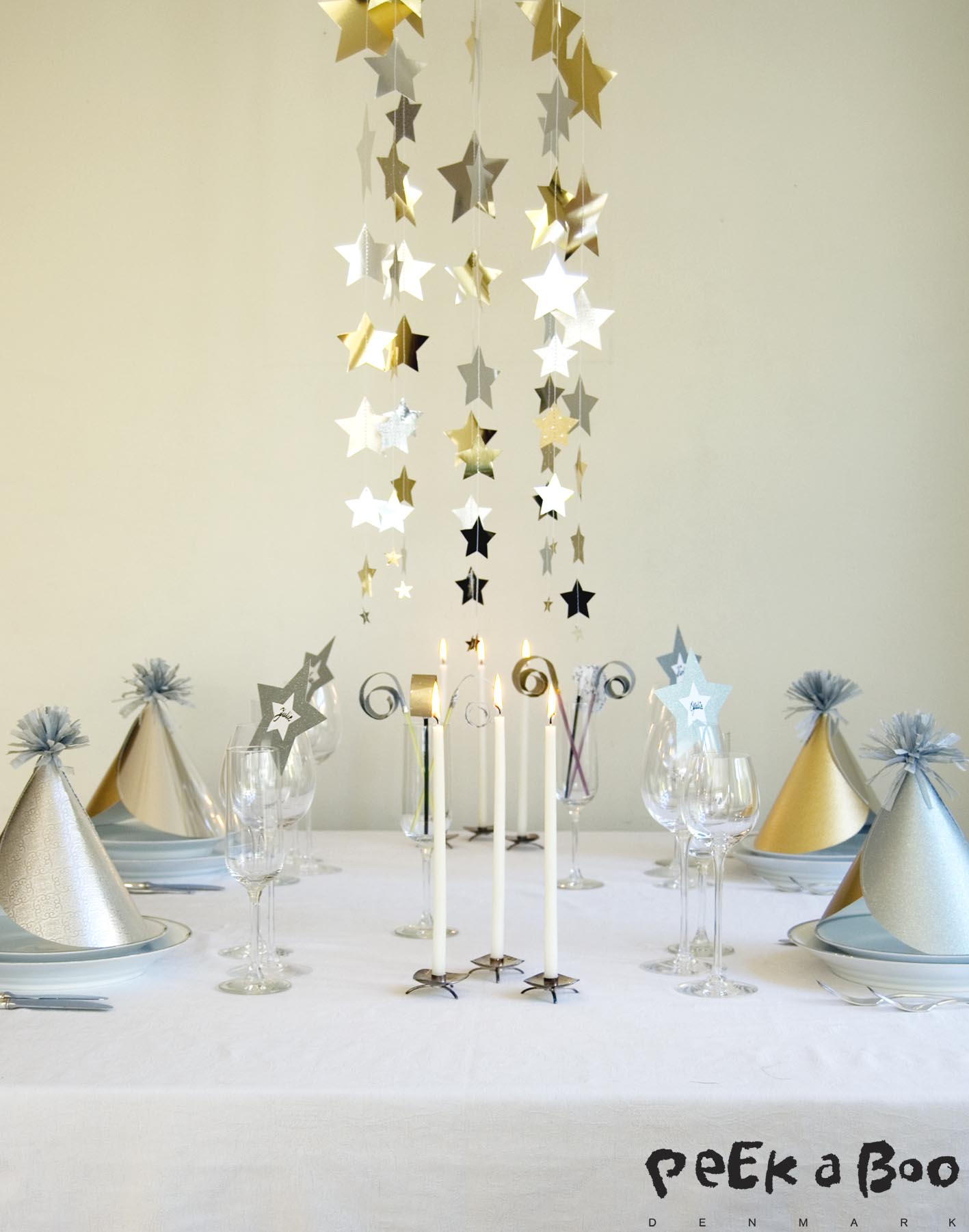 DIY starry sky as centerpiece for your New Years eve tablesetting.