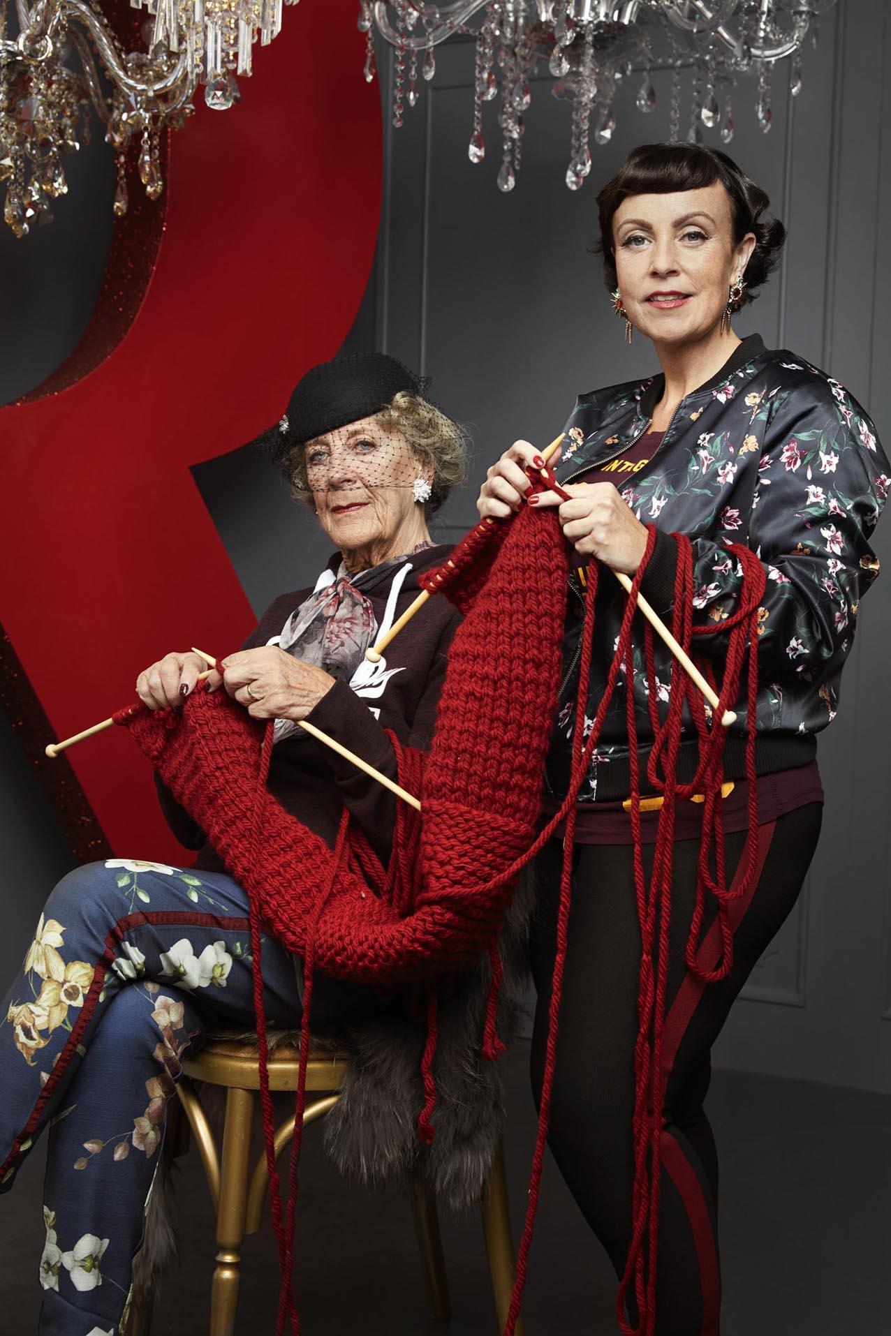 Inger og Rikke poserer for Rødovre Centrum.