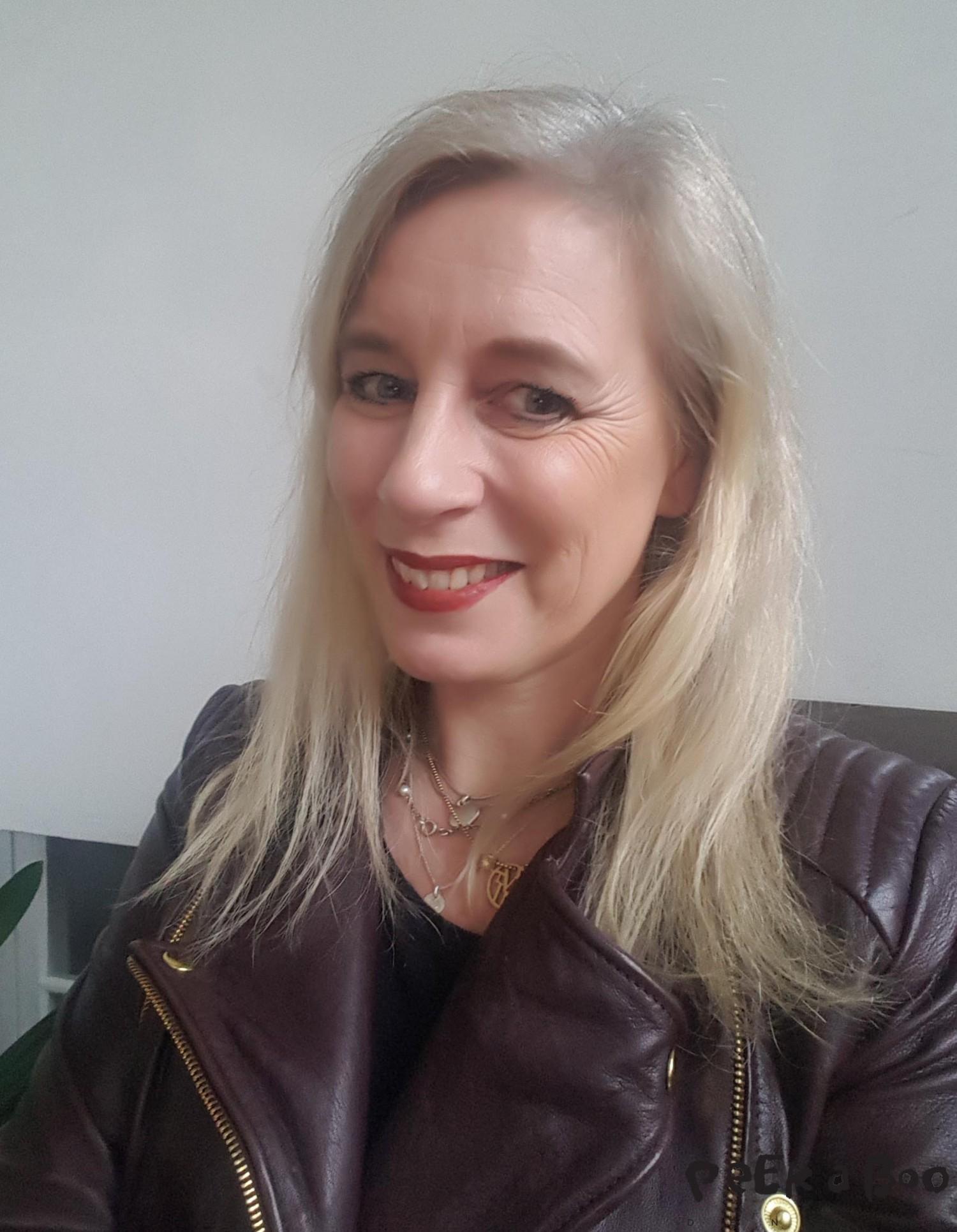 Lene Nissen wearing Sandstone scandinavia makeup.