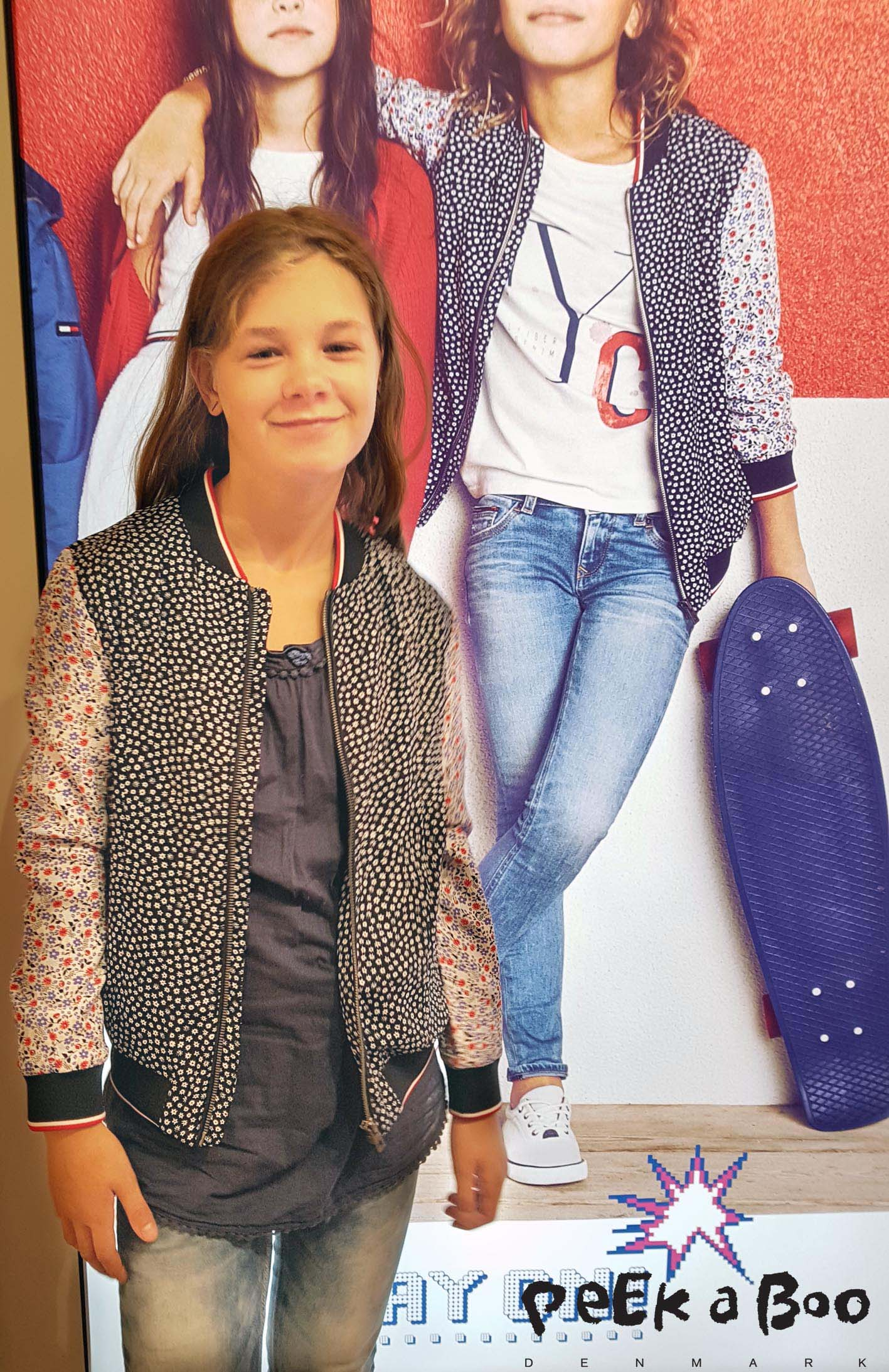 Tommy Hilfiger bomber jacket in a cute pattern mix. Get you in the perfect spring mood.