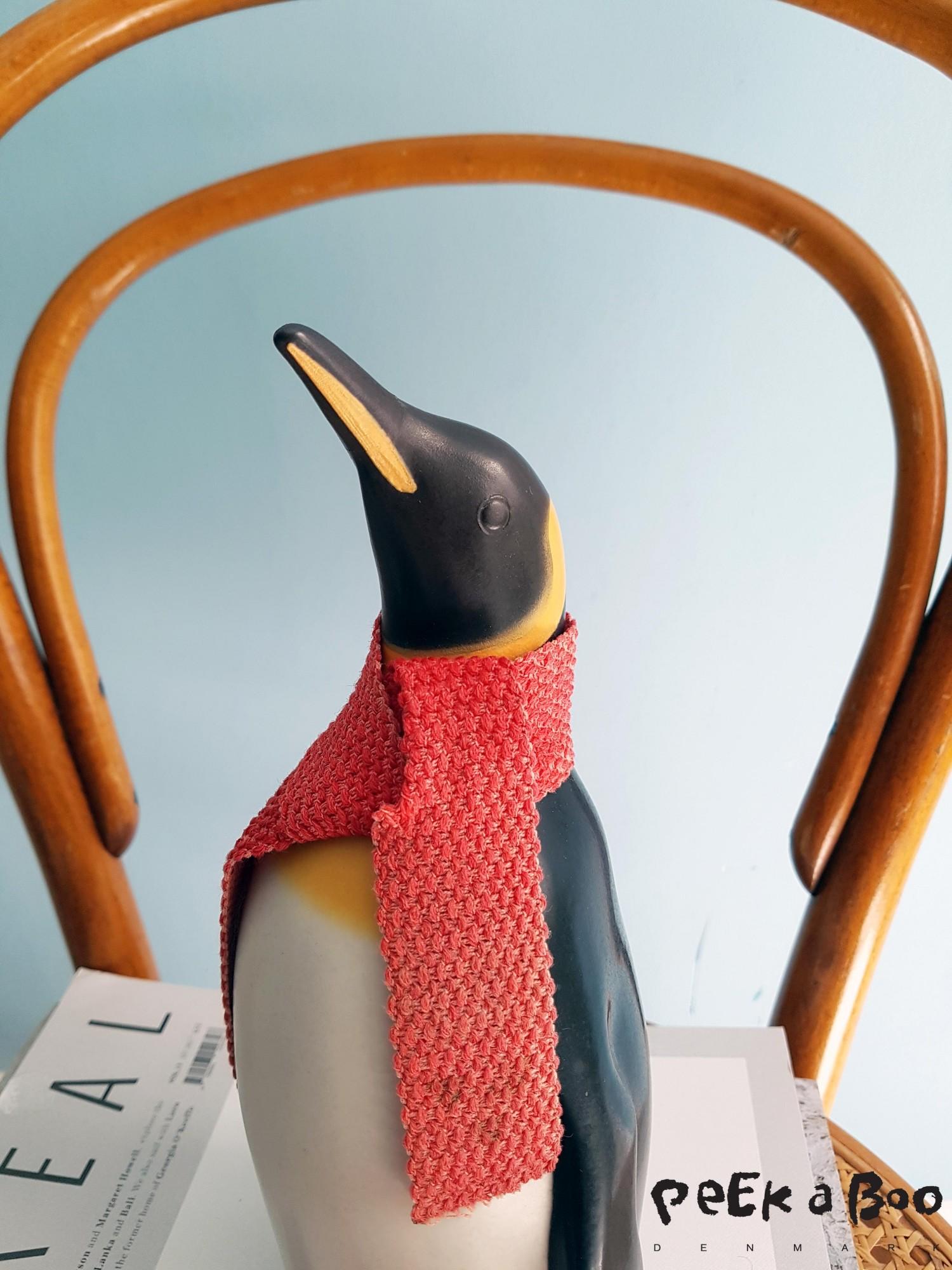 Denne gamle keramik pingvin blev formgivet af Johannes Hansen i 1967 for dengang landmandsbanken, og produceret af Knabstrup Keramik.