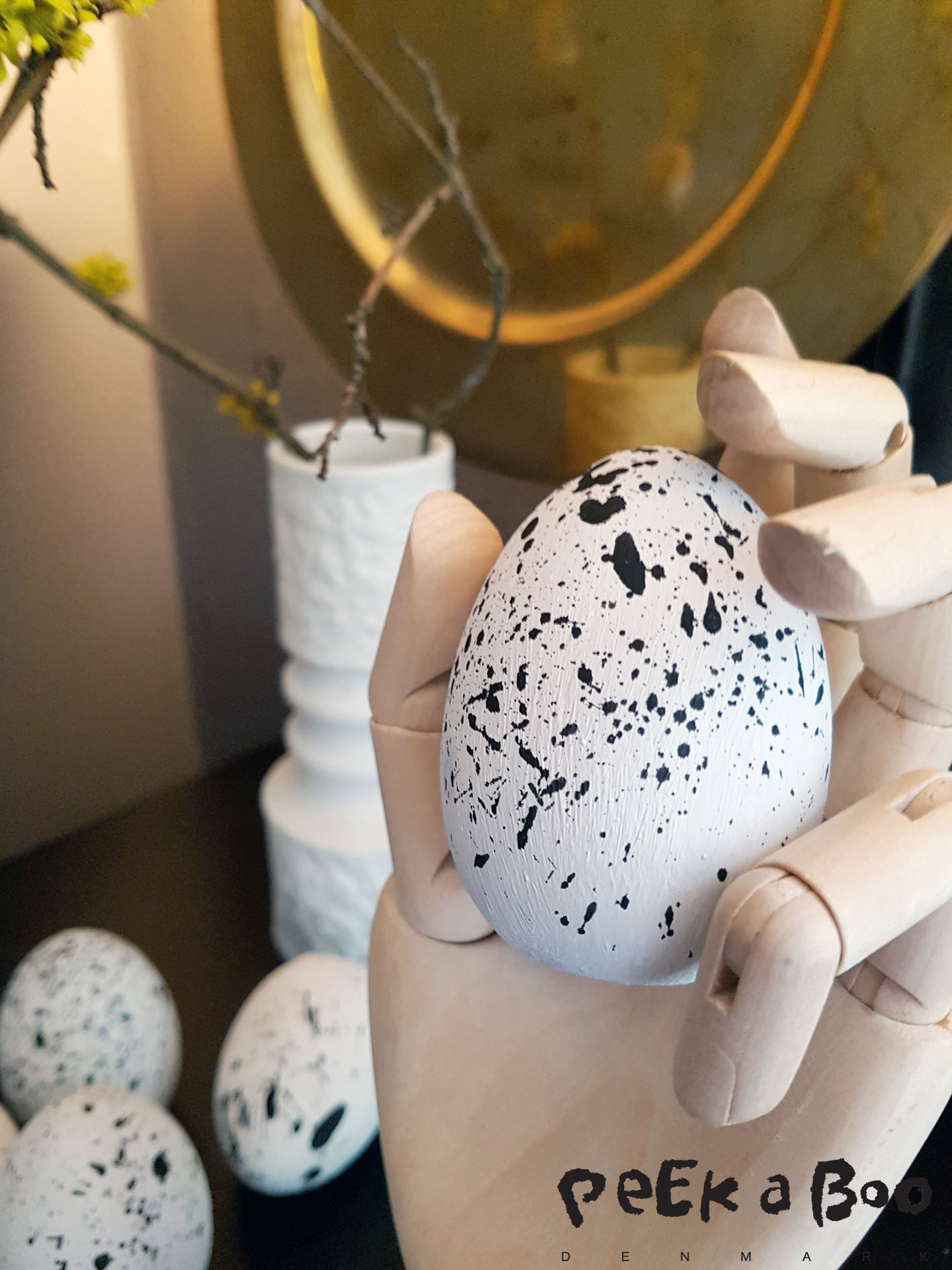 DIY easter egg with splasheffect. For a cool nordic easter look in your home.