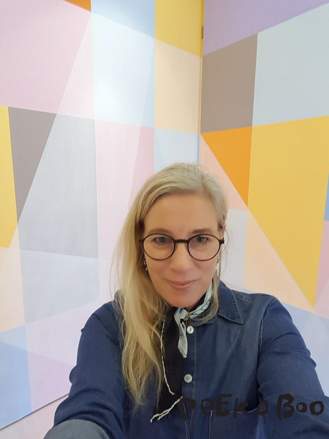 I got a bit carried away by the beaty of this room and made a happy selfie wearing my Bessie dress and Aluminium glasses from Louis Nielsen.