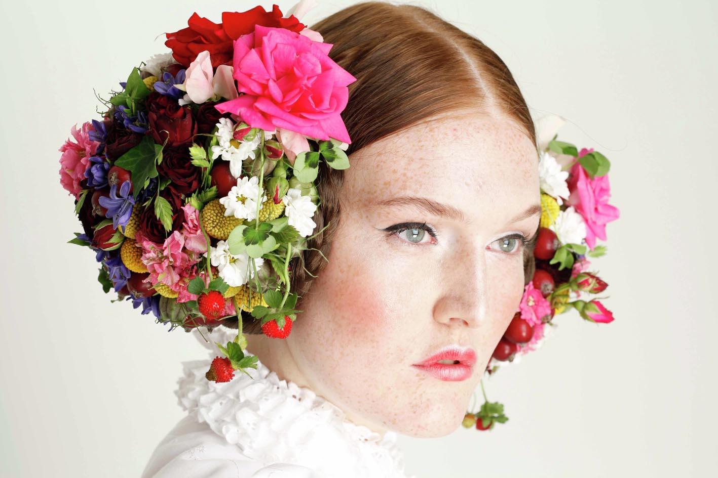 BoBüll er blomster kreatør....og jeg har altid været vild med den måde han bruger blomster i hår.
