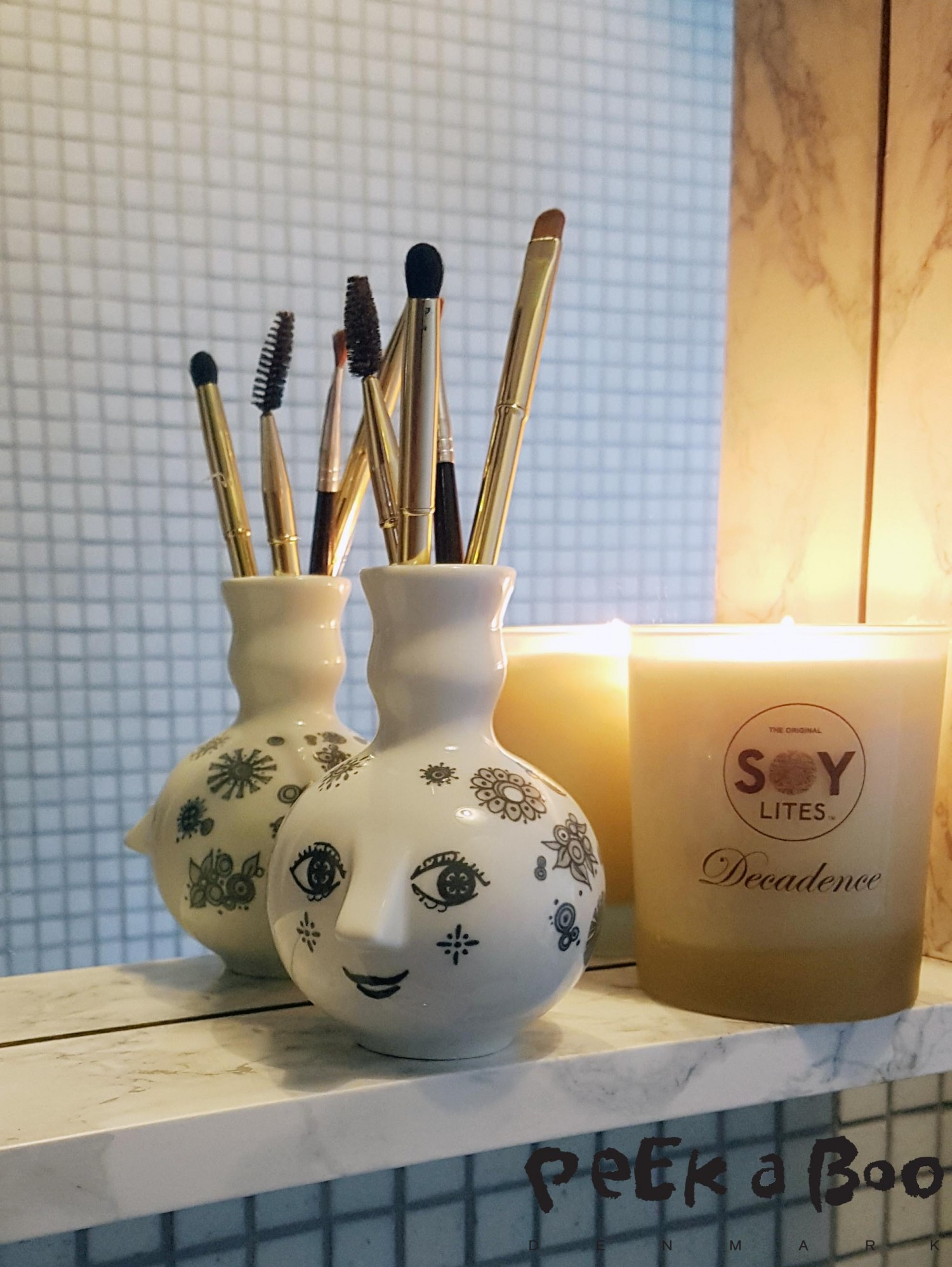 The mini vase Mie, here used for makeup brushes .
