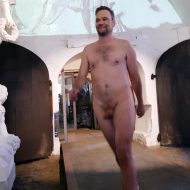 Nicholas Nybro at the end of the show came out nude.