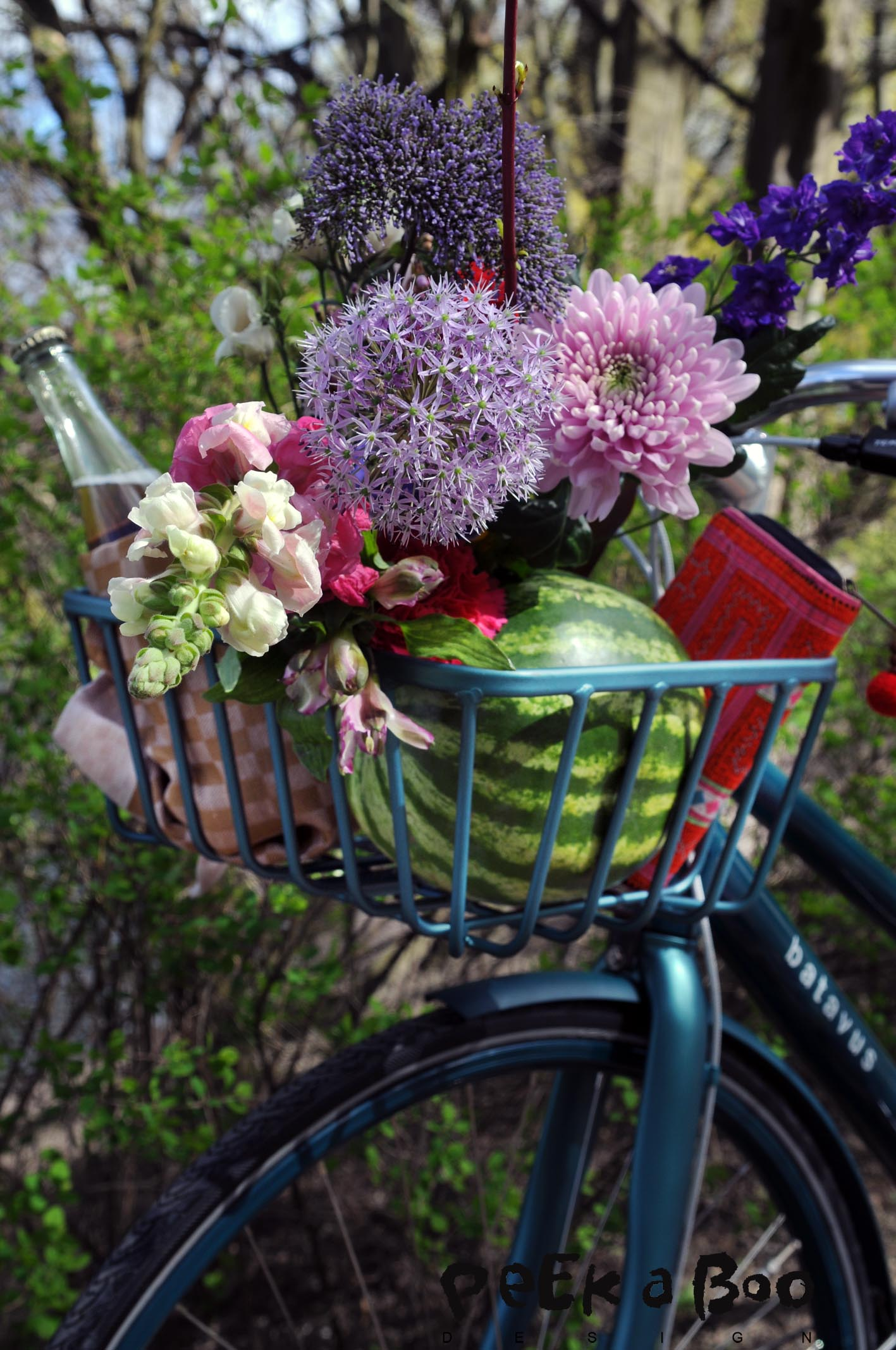 """Flowers from Bloomon as part of my styling """"Picnic in the park"""" for Soendag."""