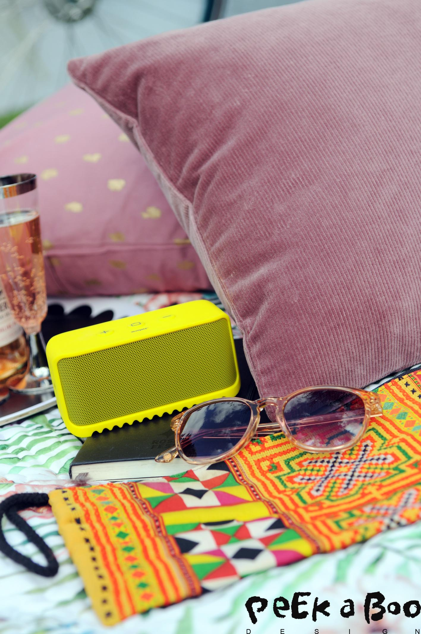 Jabra bluetooth speaker and unique clutch from Kalejdoskopet