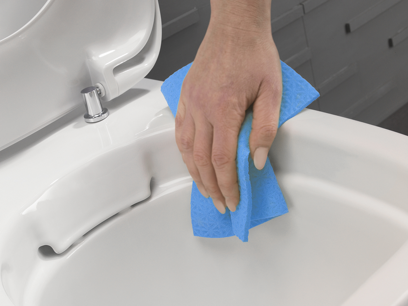 It has to be easy to clean the toilet, so with the new glaze Ifö has made you'll need less cleaner which makes it much more sustainable.