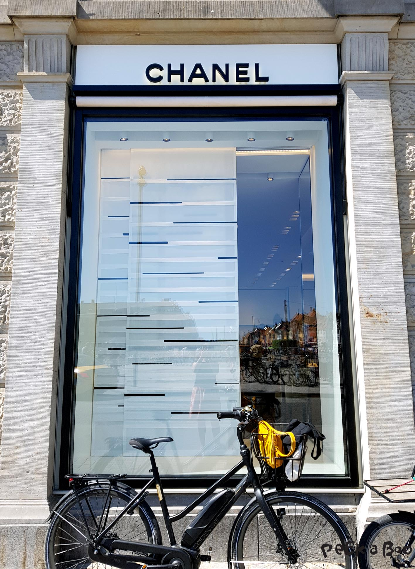 In the perfect company. Batavus Harlem in front of the Chanel shop....in Copenhagen.