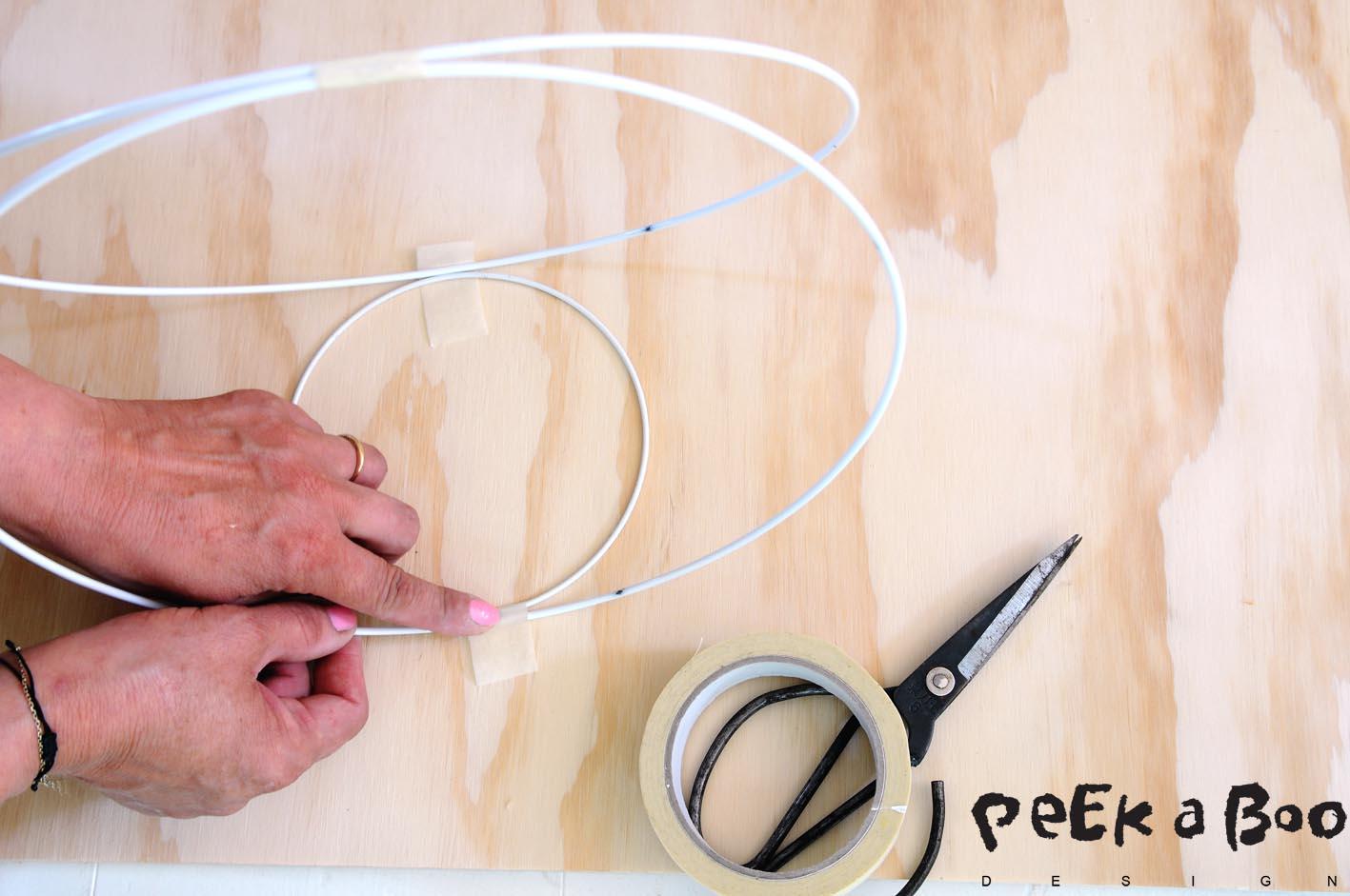 Add the tape where the rings should be assembled. Sæt tape på hvor ringene skal samles.