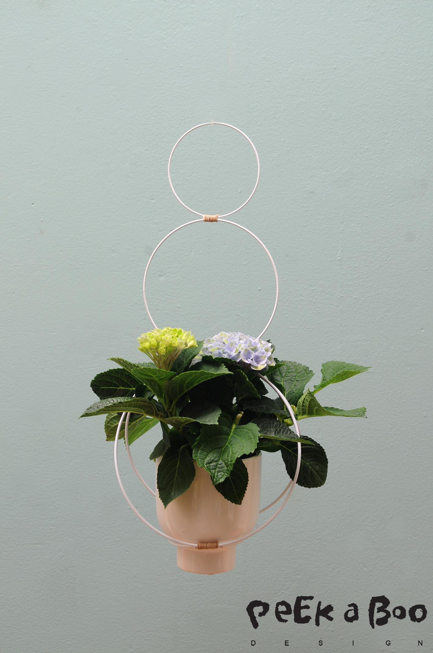 DIY planthanger made of metalrings. Gør det selv planteophæng af metalringe.