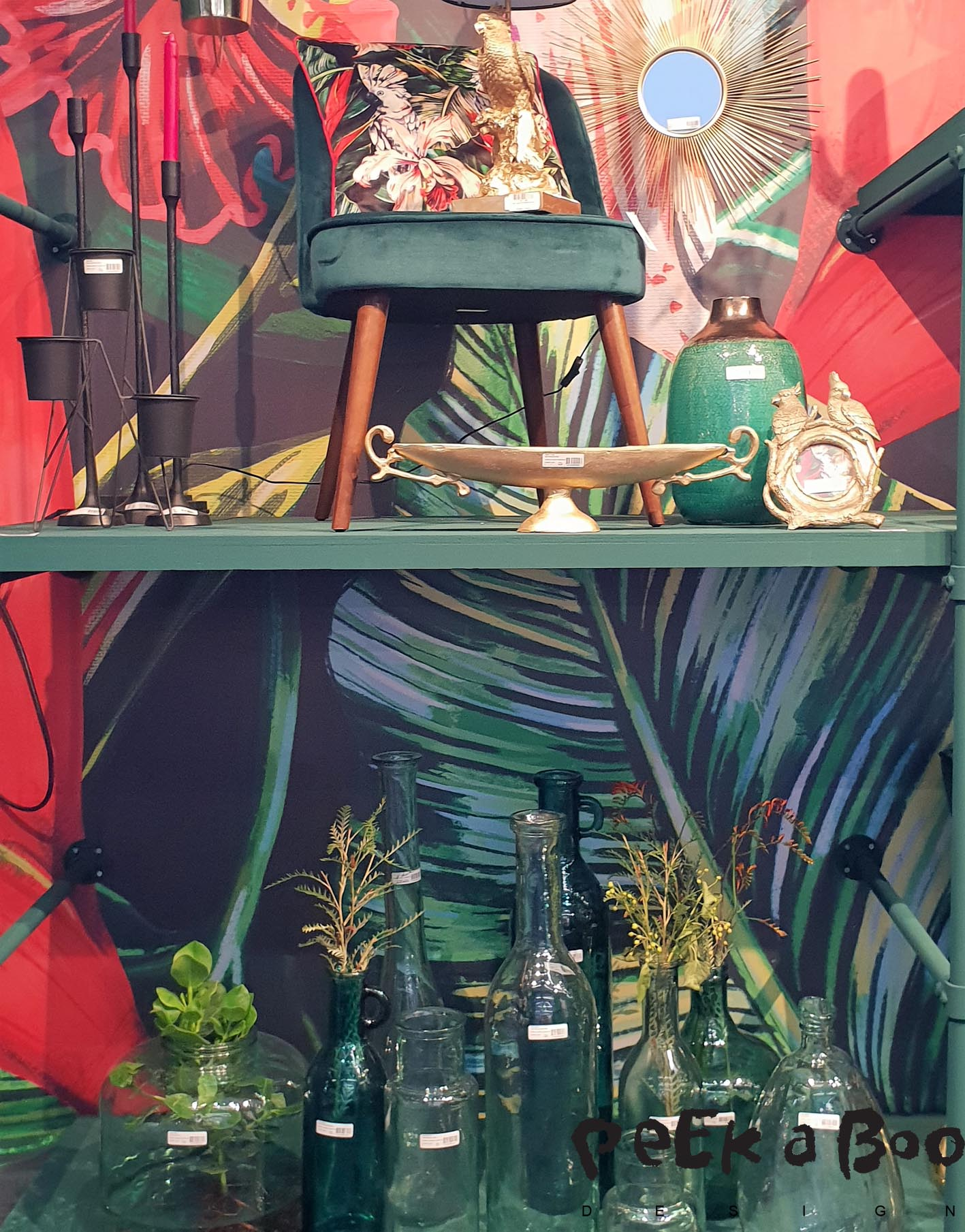 From the Dutsch brand Kerten their interpretation of an Urban oasis, where thwy have mixed the dark green colours with vivid red and warm tones.
