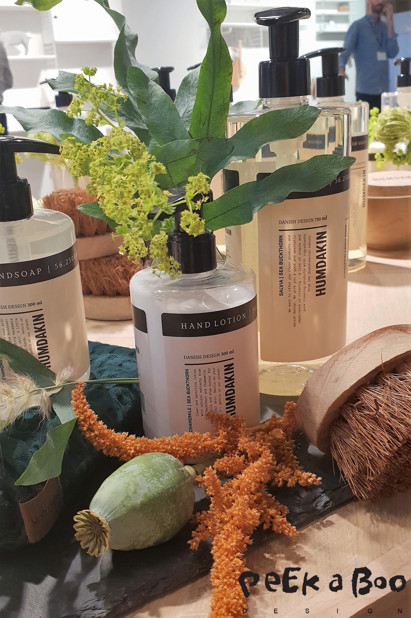Cleaning the environmental friendly way. And even get a pleasent scent afterwards. It is the danish brand Humdakin's mission to make cleaning fun again.