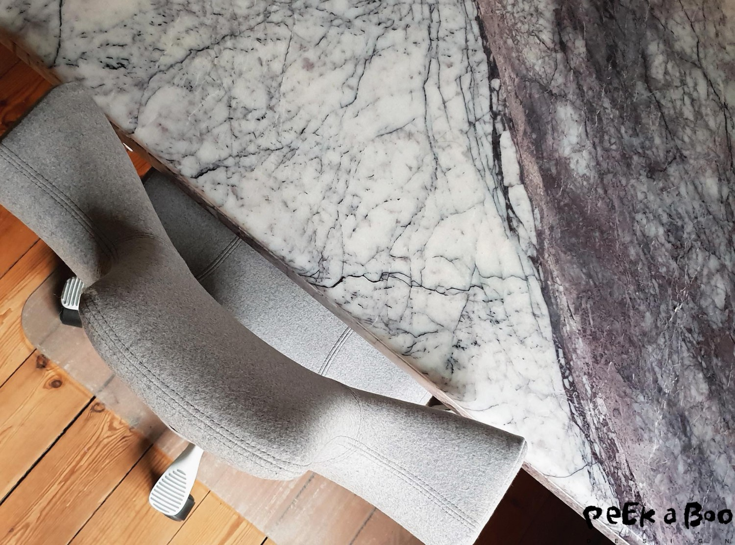 2-hand marble tabeltop for the desk makes the look more exclusive and elegant.2-hand marble tabeltop for the desk makes the look more exclusive and elegant.