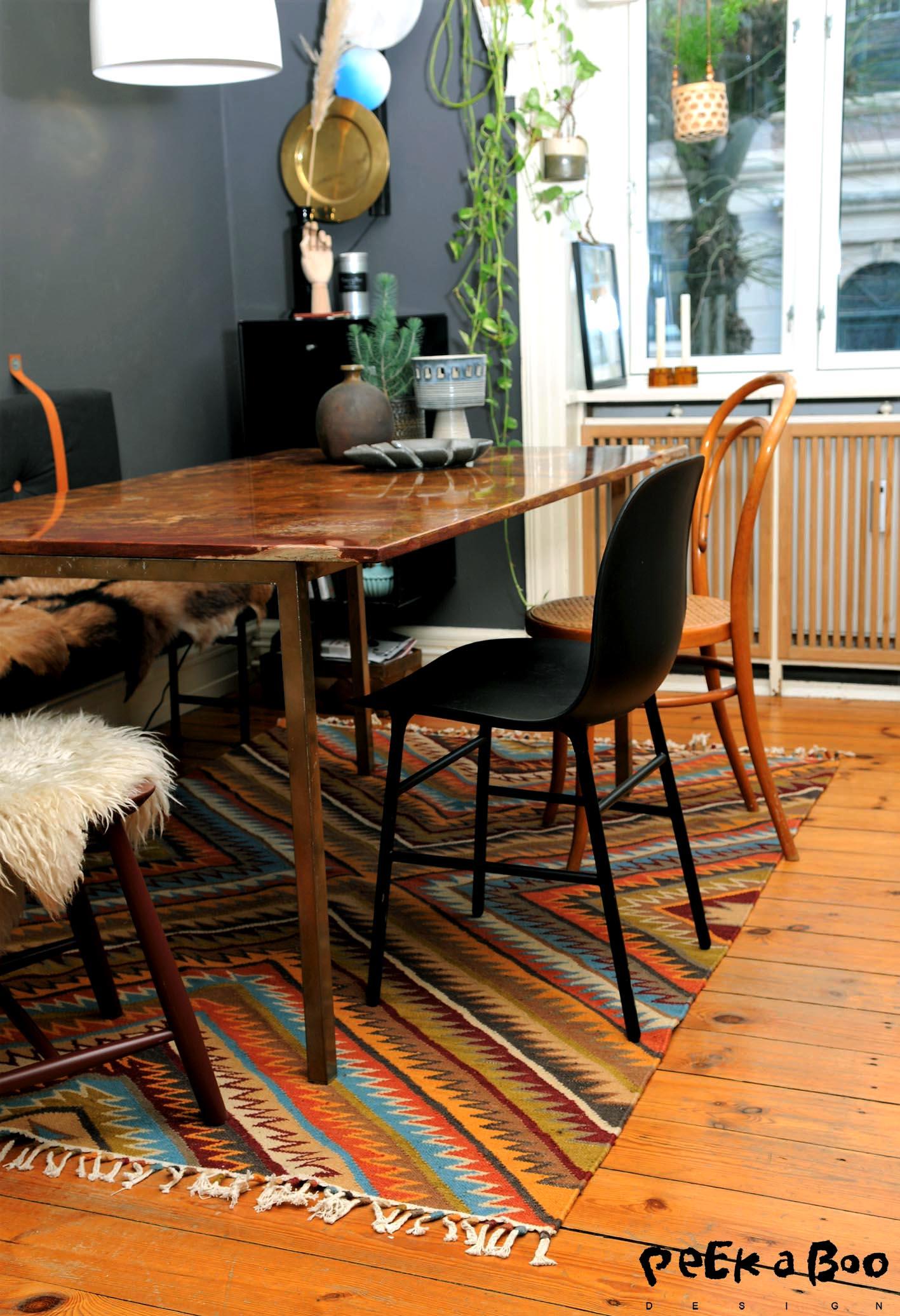 My new kelim carpet fra Kilands.dk in my diningroom.